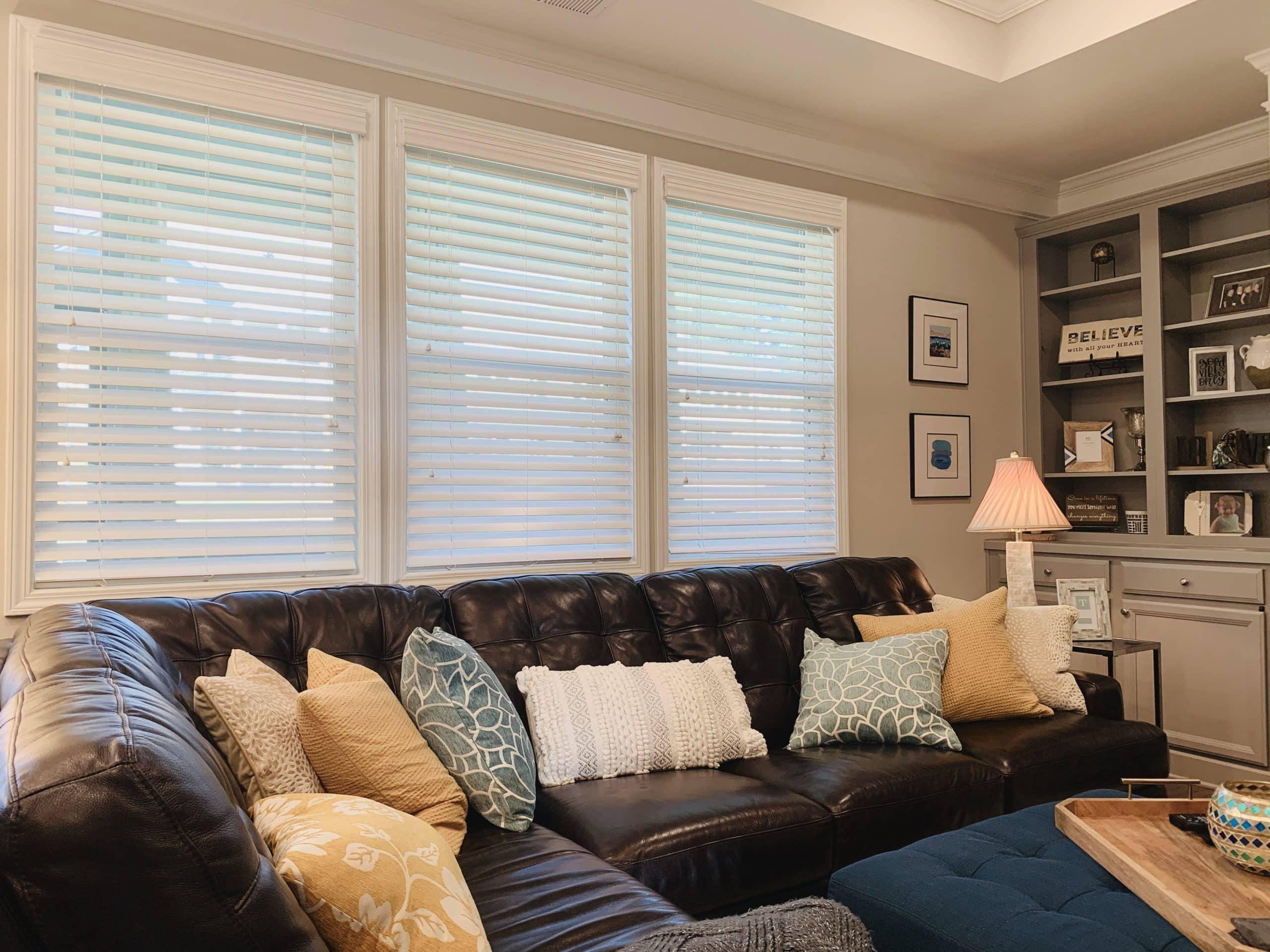 Wood_Blinds_Family_Room