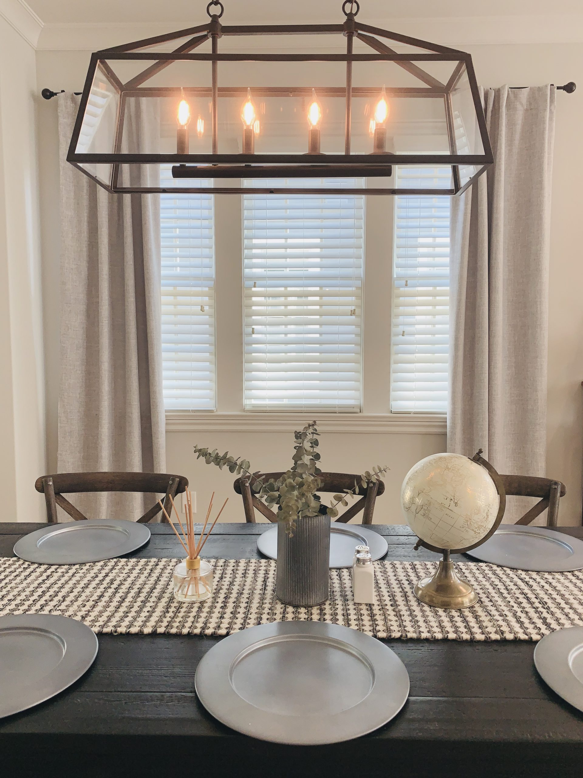faux_wood_blinds_dining_room