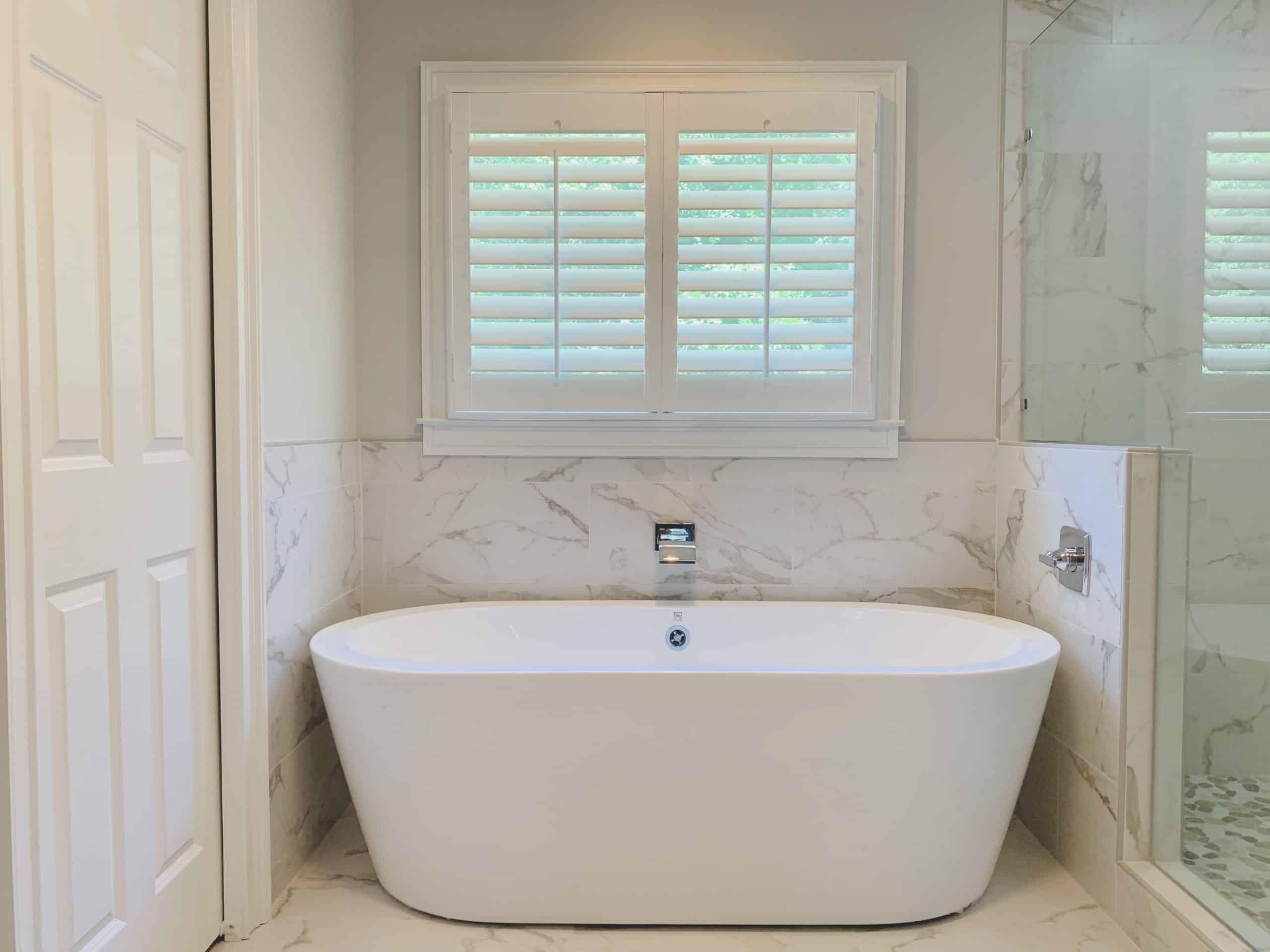 Plantation_Shutters_Master_Bathroom