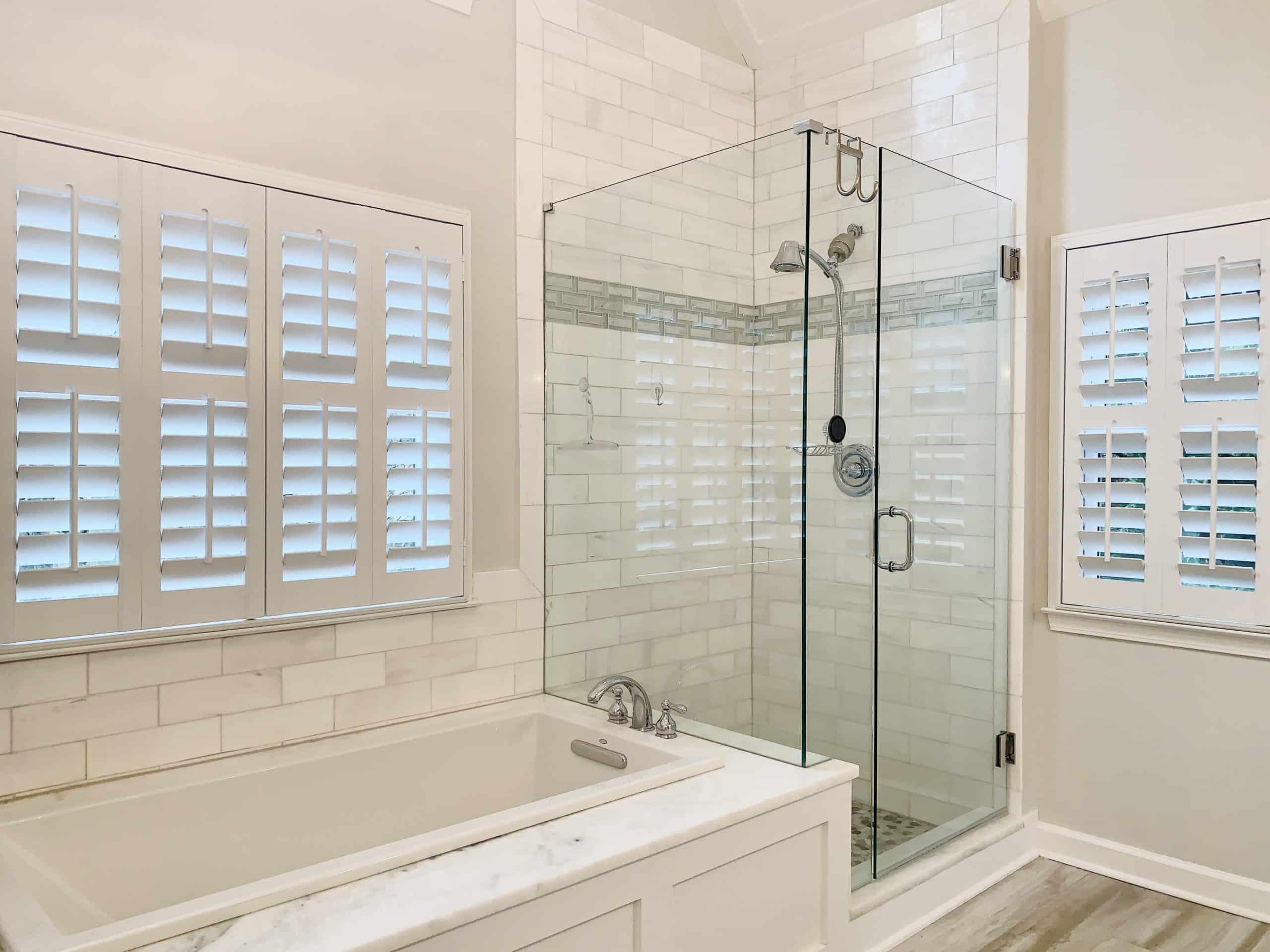 plantation_shutter_master_bathroom