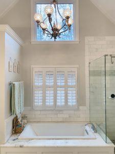 plantation_blinds_bathroom