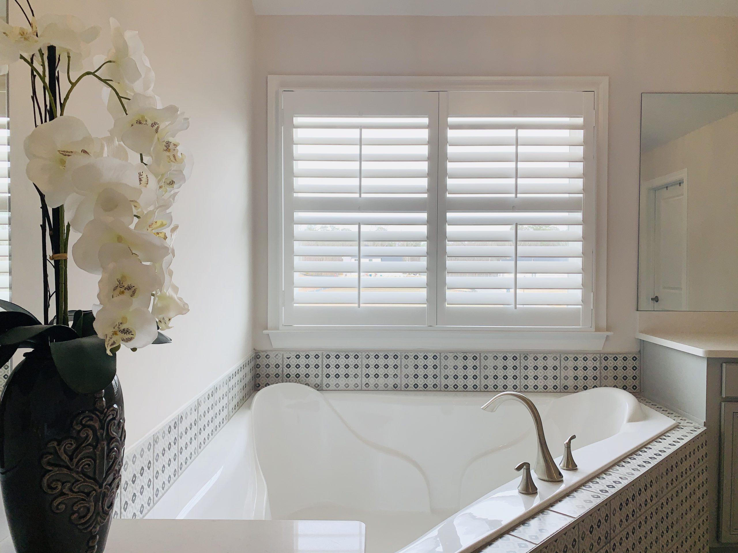 plantation_shutters_bathroom